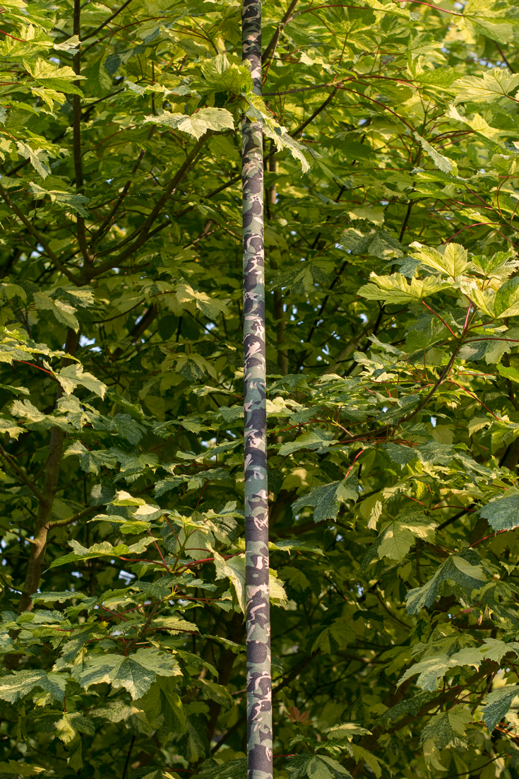 Article showing how I camouflaged my antenna mast for covert / stealth operating using camouflage fabric tape. Buy tape and para cord here.